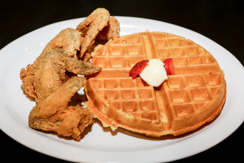 classic-chicken-and-waffles