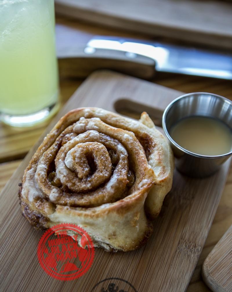 kafe hub cinamon roll